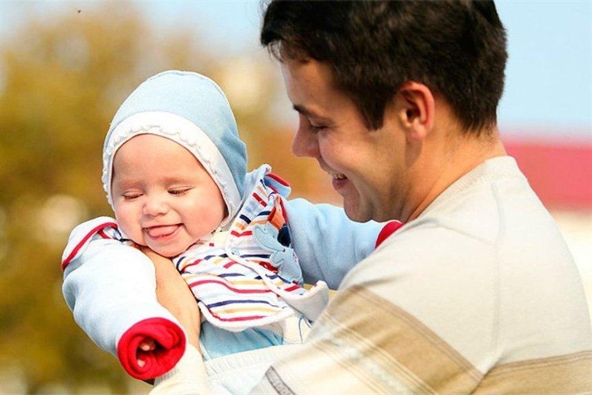 Когда папа (честь ему и хвала!) отправляется на прогулку с подросшим малышом